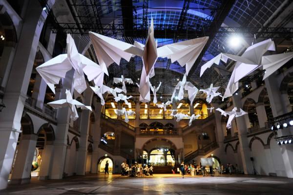 sipho-mabona-origami-birds-tropemuseum-designboom-01